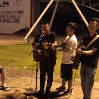 现场即兴《童年》吉他弹唱😂😍😘#吉他弹唱##音乐##精选#