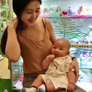 #宝宝##日常##管不住的下半身# 第三次打疫苗竟然没哭,本来还想着录下哭的样子,结果……😂哈哈哈@美拍小助手 @宝宝频道官方账号