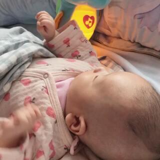 #宝宝#一个月12天,自己可以玩一会儿了